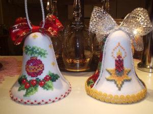 vánoční zvonečky, vánoční dekorace, vyšívané vánoční ozdoby